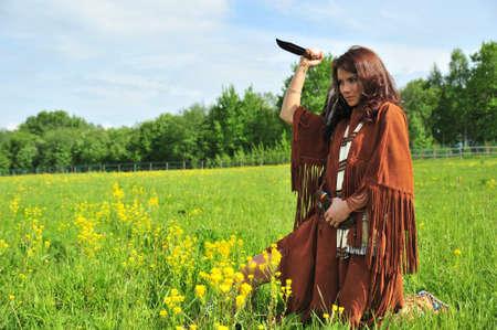 pessoas: A menina em um terno do Índio Americano