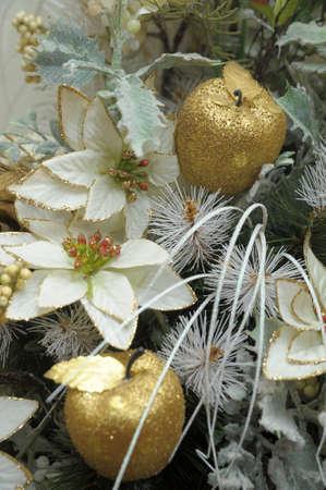 dried flower arrangement: Floral Arrangement with white flowers, roses