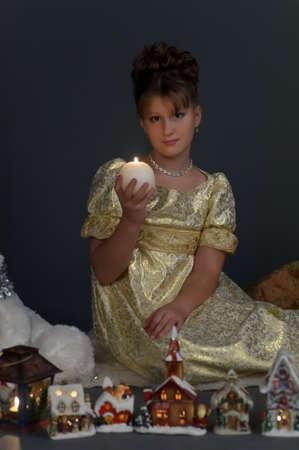 halter neck: Meisje met Kerstmis lantaarns