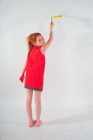 ni�os contentos: Chica pintura en la pared