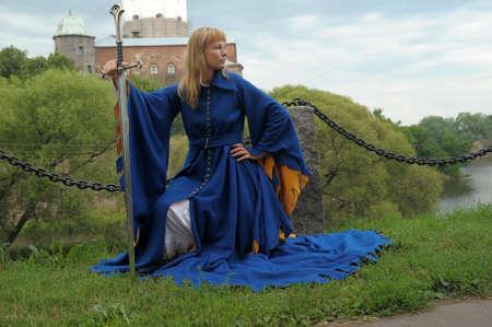 vestidos de epoca: mujer en traje medieval Foto de archivo