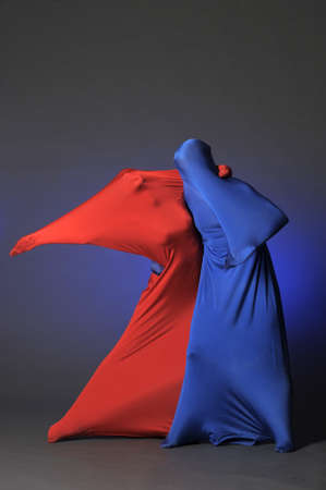 dos figuras abstractas bailando photo