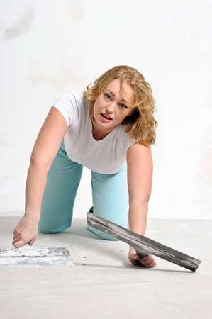 girl doing repairs at home Stock Photo - 15428976