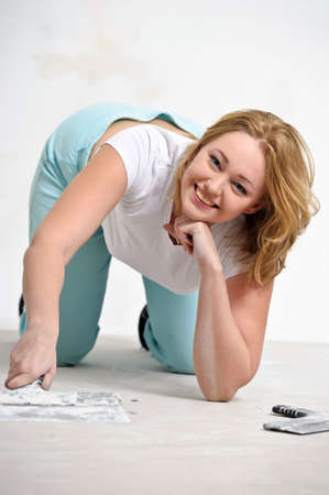 girl doing repairs at home Stock Photo - 15428981