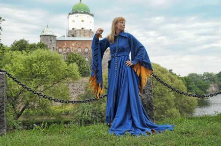 abito medievale: donna in abito medievale