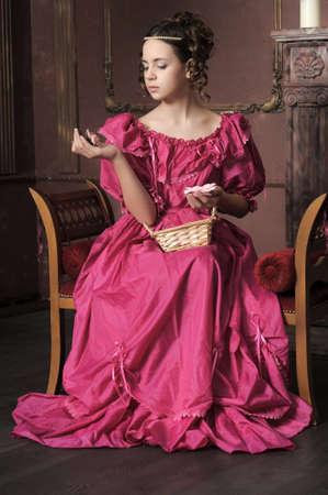 mujer con rosas: Victorian lady Young Foto de archivo