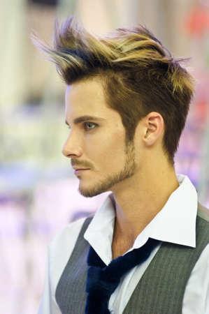 coupe de cheveux homme: Championnat International de l'Expo de beaut� sur la coiffure, Nail Design et Make-up pour la Coupe de Russie. Festival International Beauty Nevskie berega Russie, Saint-P�tersbourg