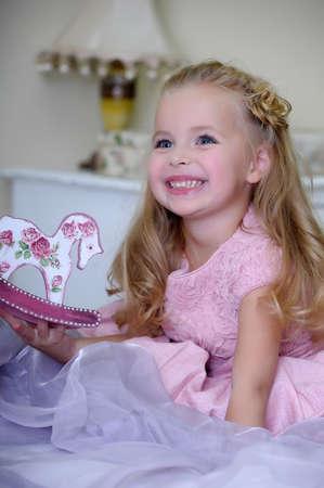 Niña en vestido rosa Foto de archivo