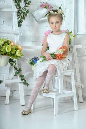 Fille avec des fleurs Banque d'images