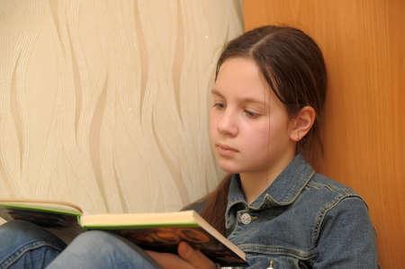 girl reading book Stock Photo - 17267308