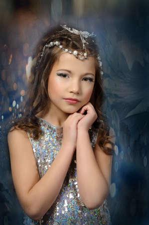 nude little girls: серебра девушки Фото со стока