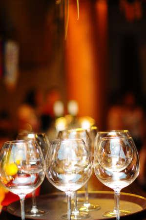 alignement: empty glasses