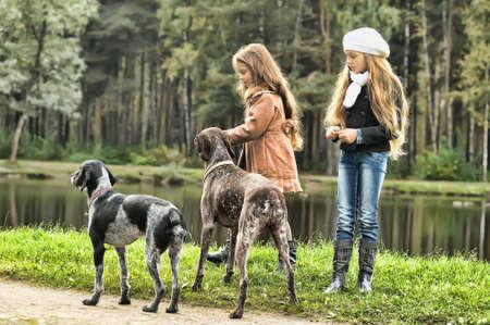 犬と散歩に 2 人の女の子 写真素材