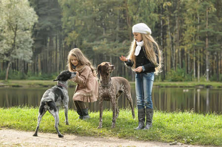 drahthaar: Two girls on a walk with the dogs