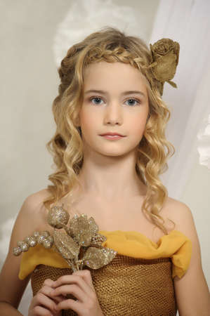 make up model: girl in gold
