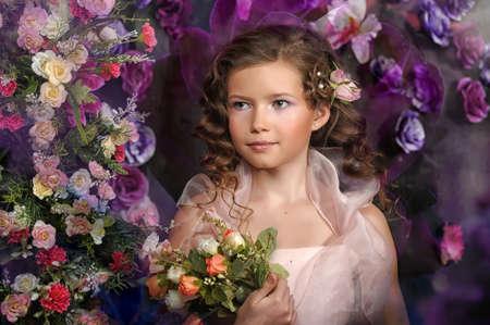 ni�a en un vestido rosa sobre un fondo de un arco de flores photo