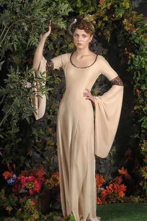 中世のドレスの女の子