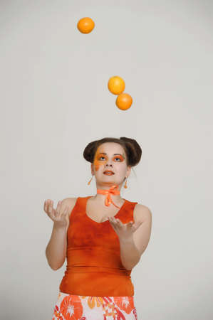 throws: girl with oranges