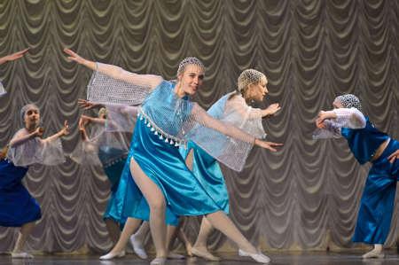 kokoshnik: Russian children s dance group