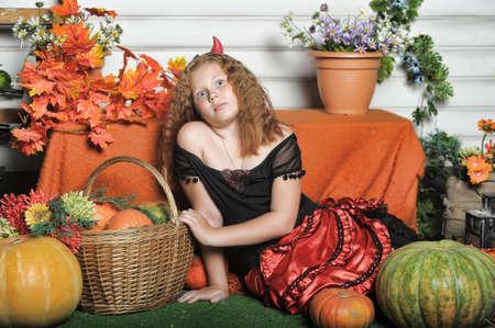 La muchacha pelirroja con calabaza Foto de archivo