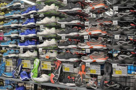 Petersburg, Rusland - Sport artikelen te koop bij de grote Decathlon winkel Redactioneel
