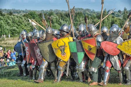 w Vyborg Castle, roczny Międzynarodowy Festiwal Wojskowych koneserów historii i miłośników średniowiecza, rycerz