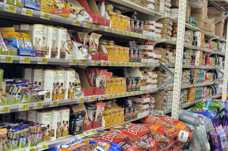 Pet Food at Store Éditoriale