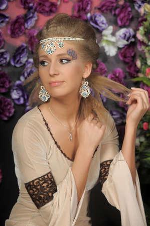 middeleeuwse jurk: Leuk meisje in middeleeuwse kleding Stockfoto