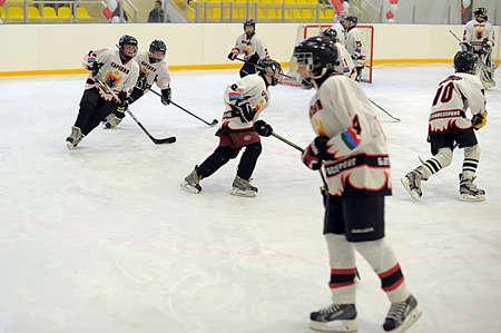 teens playing hockey