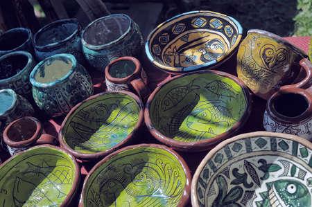 ollas de barro: Ollas de barro hechas a mano en un taller