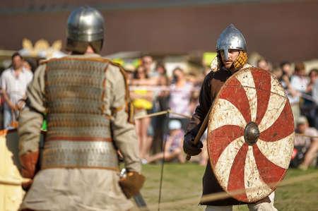 vikings: Vikings se battent avec des �p�es