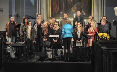 coro: coro en la iglesia Editorial