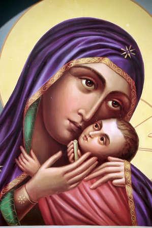 Het pictogram van een moeder van God (Maria) en kind (Jezus Christus) op verguldsel hout. Stockfoto