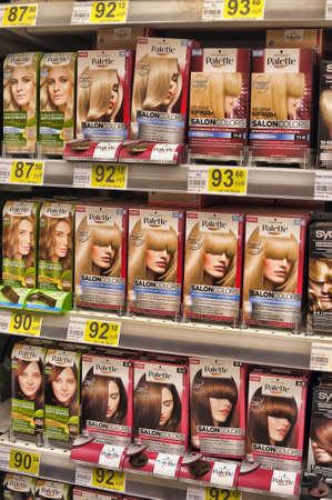 tinte cabello: Tinte de pelo en la tienda, Petersburgo, Rusia.