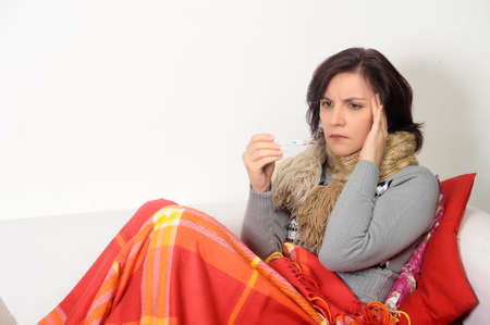 catarrh: Woman on the couch with a temperature.
