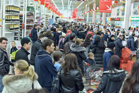 wait: Auchan store rush hour