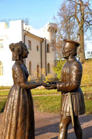 grope: Tsarskoe Selo, sculpture on the picture Duke of Urbino Federico da Montefeltro and his wife Battista Sforza Duchess
