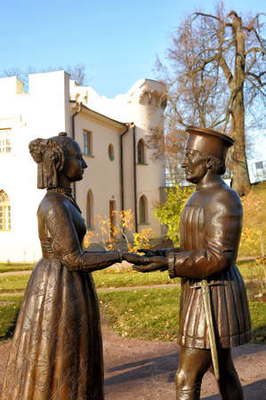 grope: Tsarskoe Selo, sculpture on the picture Duke of Urbino Federico da Montefeltro and his wife Battista Sforza Duchess\\\\ Editorial