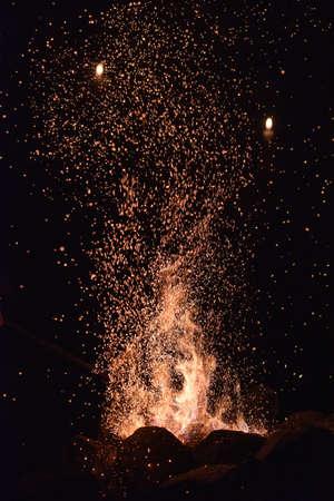 smithy: Fiamme di fuoco nella fucina. Archivio Fotografico