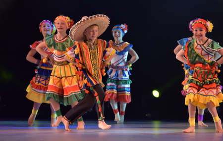 traje mexicano: Children in Mexican costumes dance on stage, Theater of Choreographic Miniatures Style, Performance in St. Petersburg, Russia