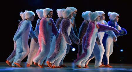 Children in a suit of penguins dance on a stage, Children's dance group, Petersburg, Russia 版權商用圖片 - 79044558