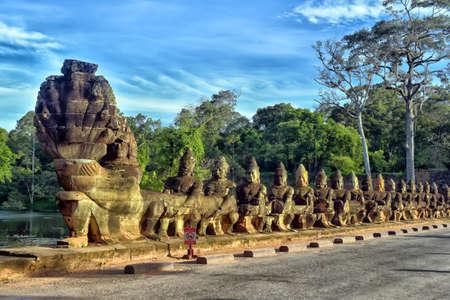 Sculpturen in de ingang van Angkor Wat. Stockfoto - 82782975