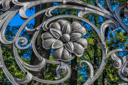 metalschrott: part of Mikhailovsky (Michael) garden fence  in Saint-Petersburg Lizenzfreie Bilder
