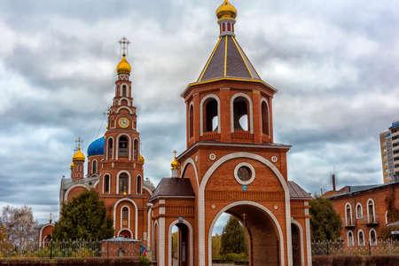 Rusland, Novocheboksarsk, 22,10,2017 De kathedraal van de heilige gelijken-tot-de-apostelen Prins Vladimir, Novocheboksarsk