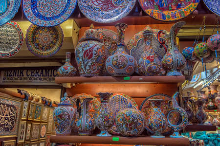 Turkey, Istanbul 23,08,2018 Ceramic vases and jugs at the Grand Bazaar Archivio Fotografico - 100747116