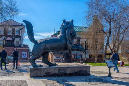 Russia, Irkutsk 06,05,2018 Sculpture of the Irkutsk Babr in the city center Banque d'images - 138051633