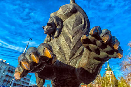 Russia, Irkutsk 06,05,2018 Sculpture of the Irkutsk Babr in the city center Banque d'images - 138051634