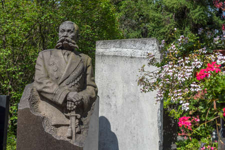 Russia, MOSCOW 07,07,2019 The monument to Colonel-General O.I. Gorodovikov at the Novodevichy Cemetery 新聞圖片