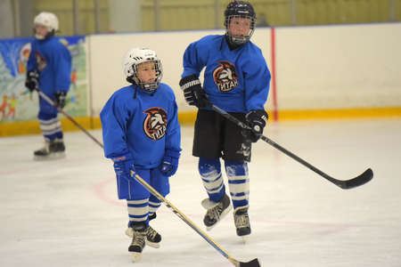 Russia, St. Petersburg 28,05,2019 Children playing hockey at the open tournament for children's hockey Publikacyjne