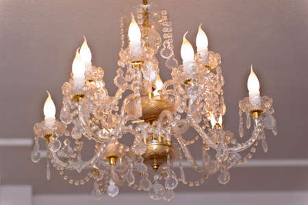 chandelier in luxury room shining Imagens